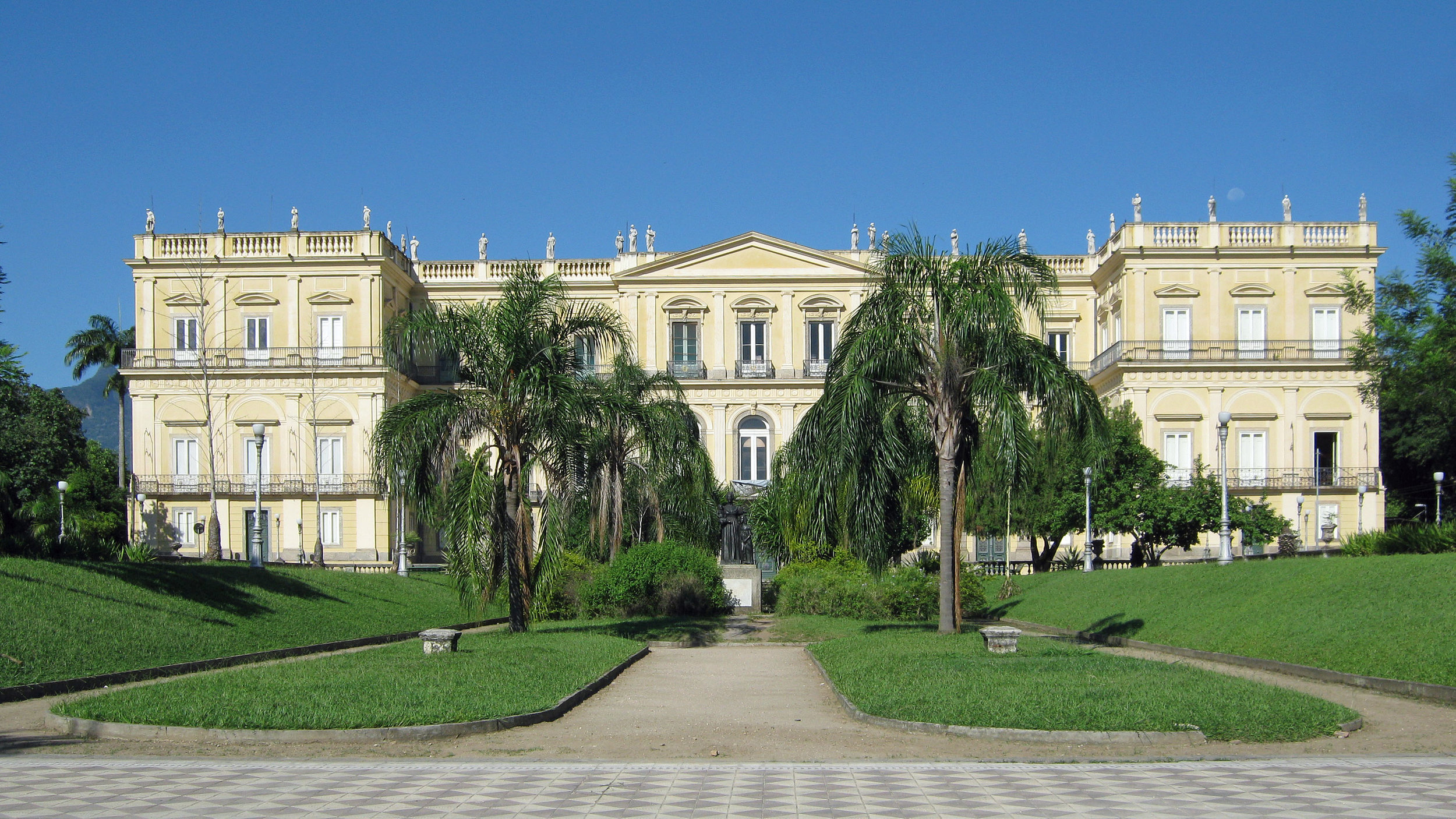 BEFORE THE FIRE: The main building of the National Museum of Brazil used to be the residence of the Portuguese Royal Family starting in 1808. The institution itself was established in 1818. Photo by  Halley Pacheco de Oliveira .  CC BY-SA 3.0