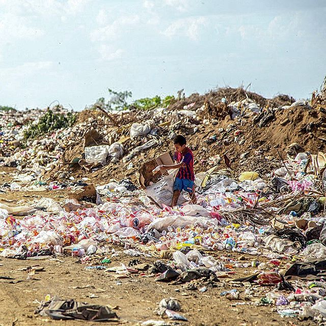 The PH 🇵🇭 and other Southeast Asian nations have been receiving thousands of tons of waste, often falsely labeled, from other nations for years.  Today, enough is enough. These countries say #NoToPlastic by vowing to return these mountains of exported trash where they came from. 🚯  Read: bit.ly/trashPH or click the link our bio!🚮 #thegoodtripph