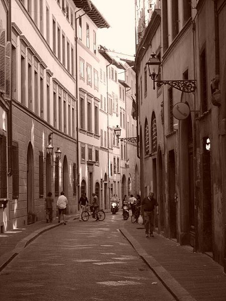 450px-Street_in_Florence,_Italy.jpg