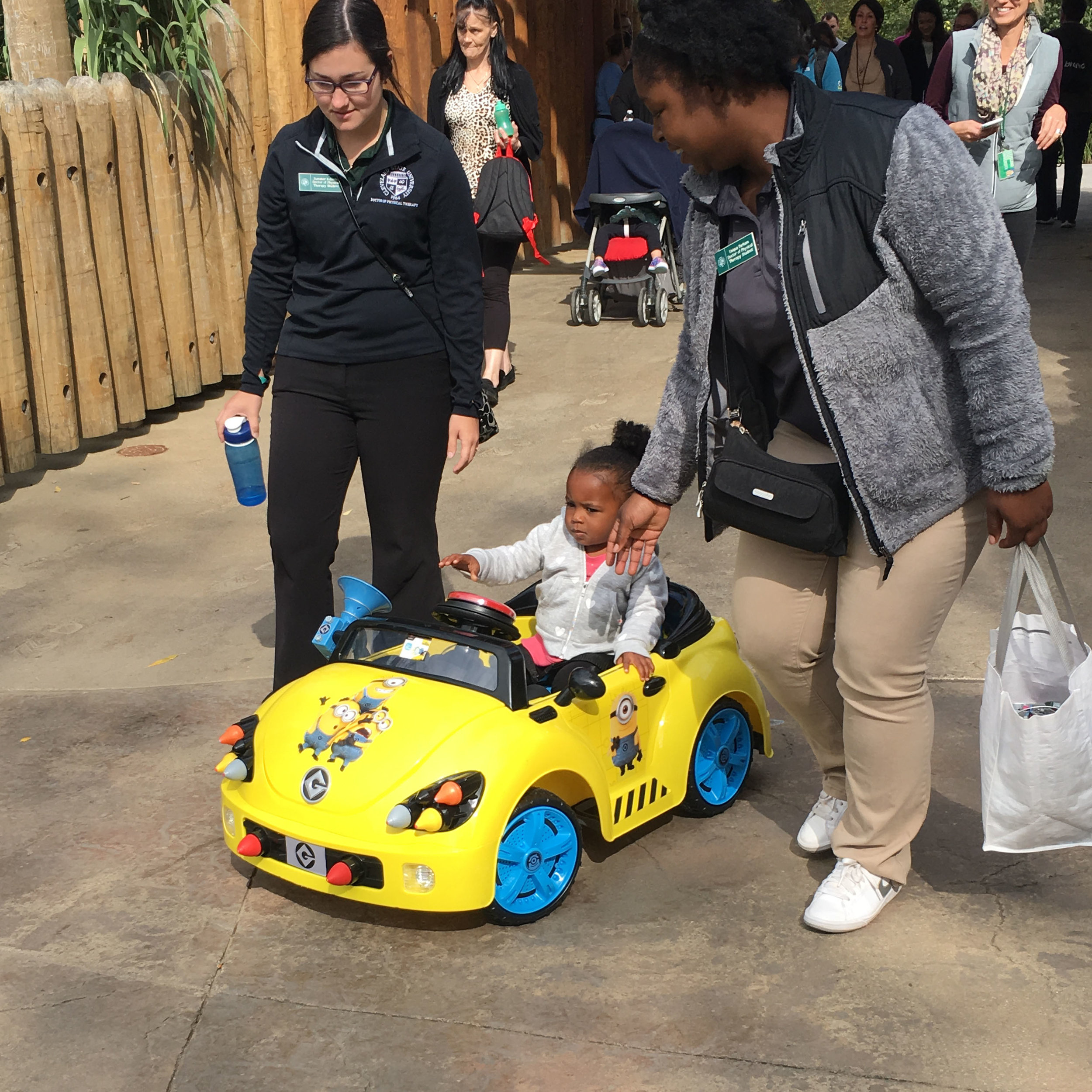 child_in_GBG_car_at_Zoo.jpg