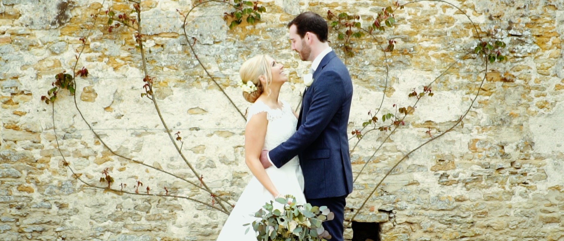 Hannah and Duncan's amazing wedding at the gorgeous Caswell House, nr Burford