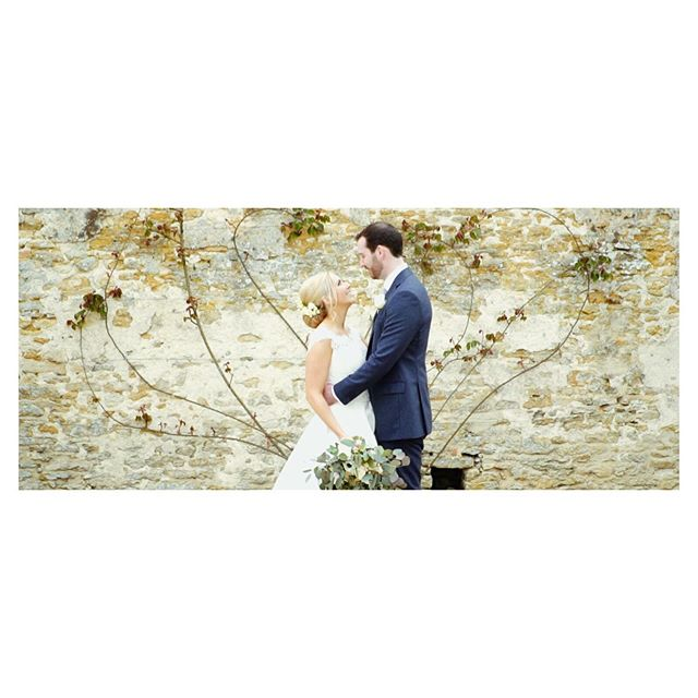 ~ F R A M I N G ~  We always try to bring nature into our films. But we love it even more when nature frames a beautiful couple with a heart. #caswellhouse #caswellhousewedding #cotswoldswedding