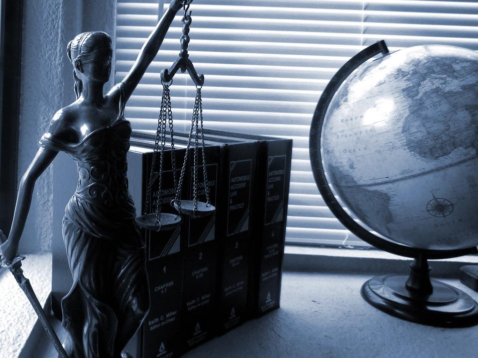 Psykiatri i rettspleiens tjeneste deles - i strafferettspsykiatri og sivilrettslig psykiatri