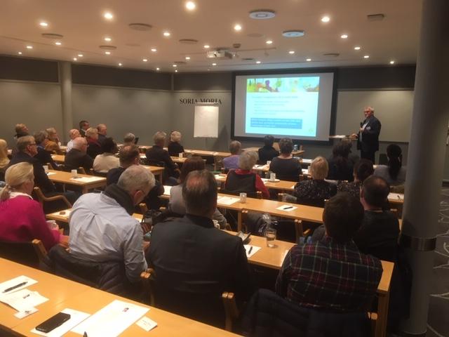 Generalsekretær Trond Mathisen fra Landsforeningen Uventet Barnedød foreleser for 70 seminar-deltakere