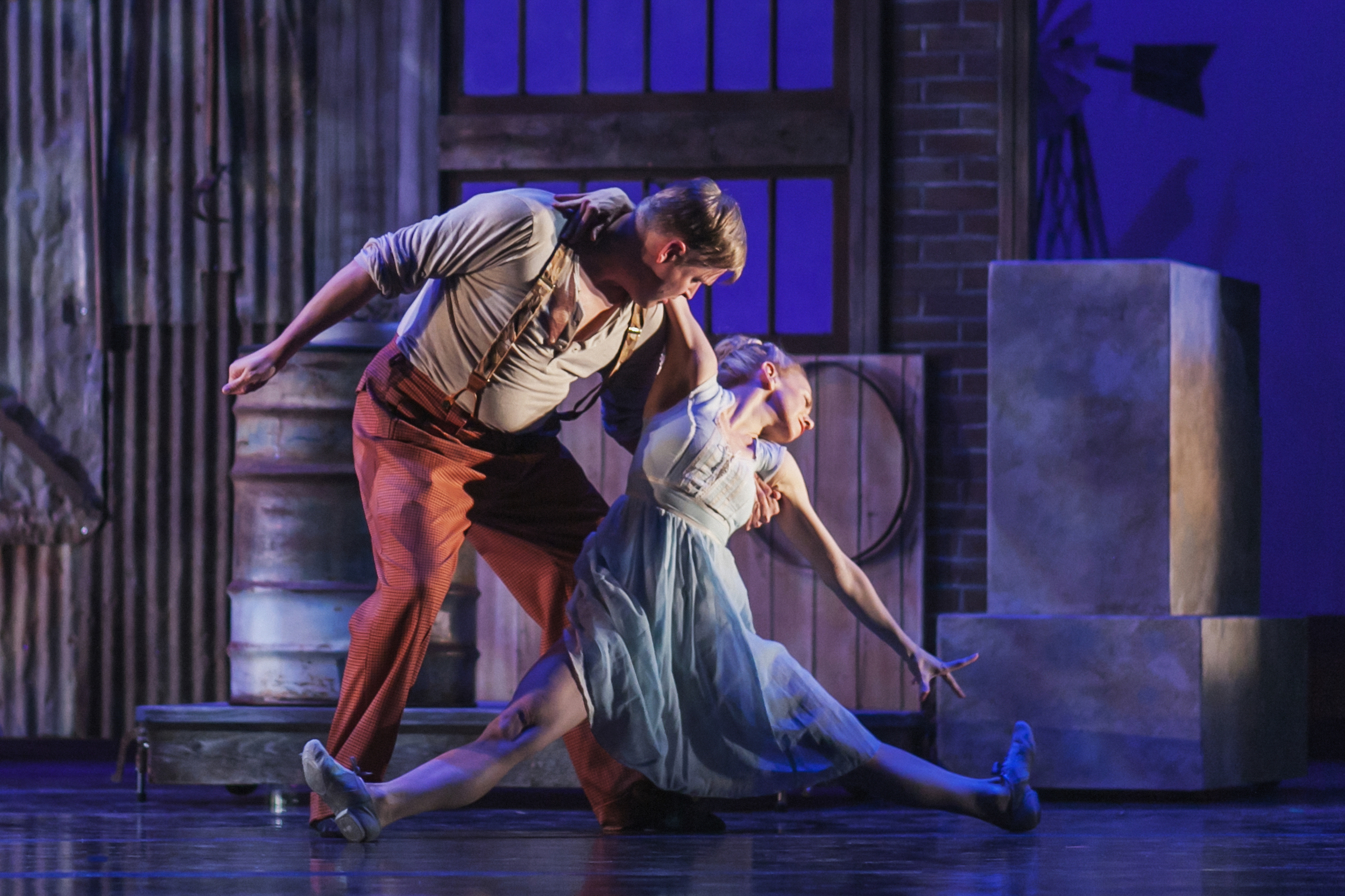 Wonderbound's Sarah Tallman and Curious Theatre Company's Brian Landis Folkins in Garrett Ammon and Dee Covington's  Dust  with Jesse Manley & His Band. Photo by  Amanda Tipton . 2016.