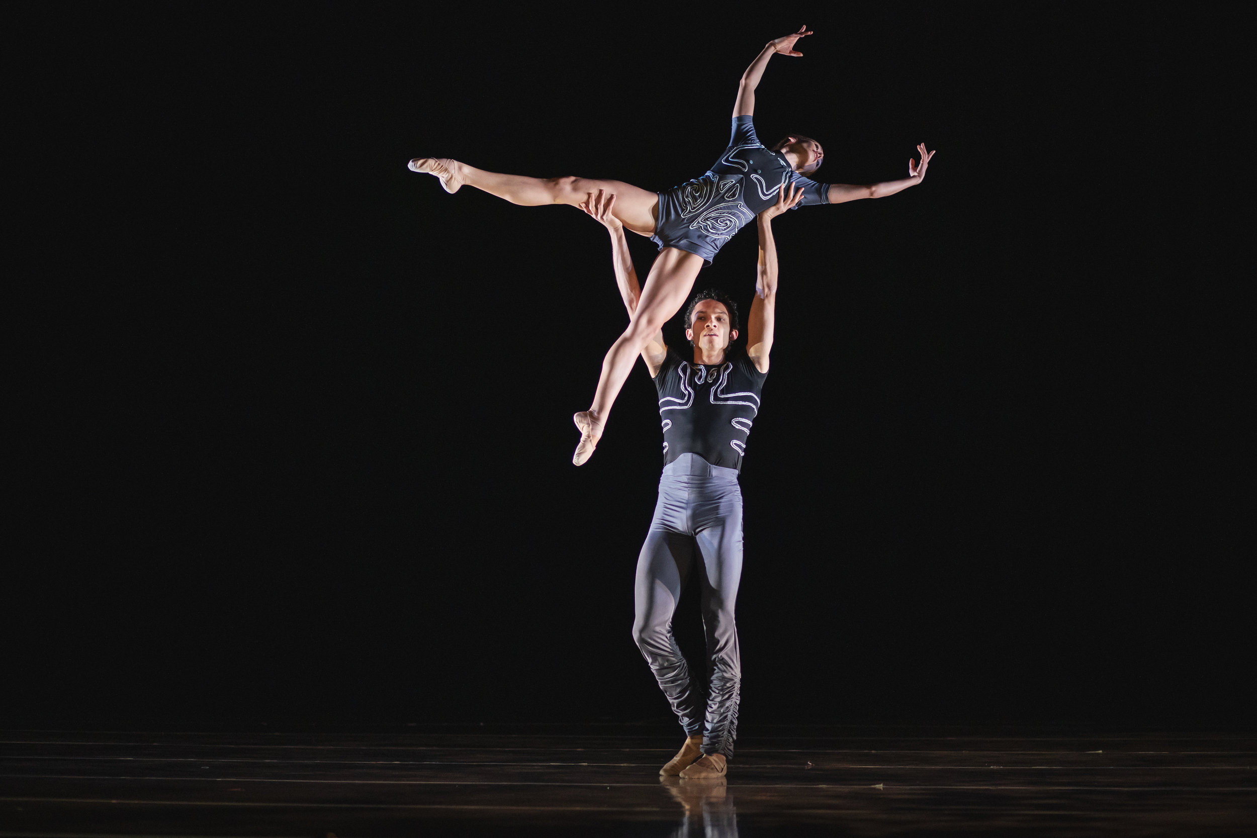Wonderbound-dancers-in_Cupid_s-Playground_with-the-Colorado-Symphony_Photo-by-Amanda-Tipton_201946.jpg