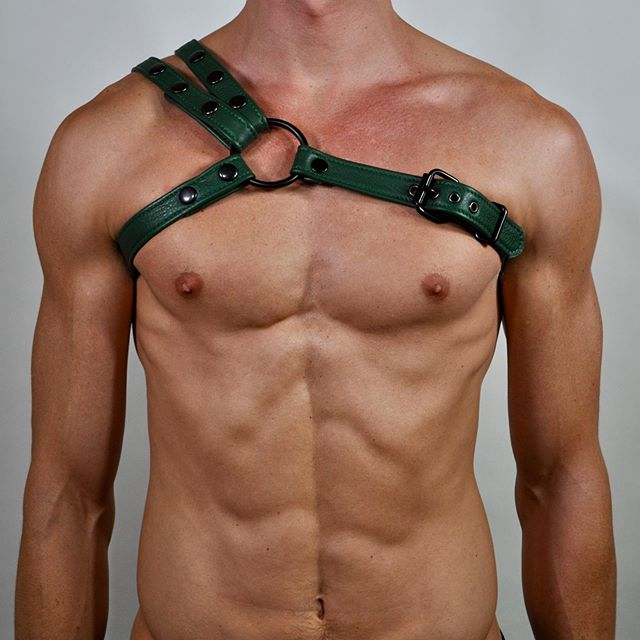 Assimétrico #leather #harness #leatherharness #jock #leatherfolsom #folsom #sf #nyc #abs #mamaleathernyc