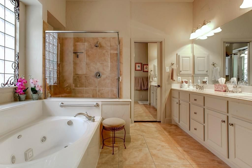 bathrom before.jpg