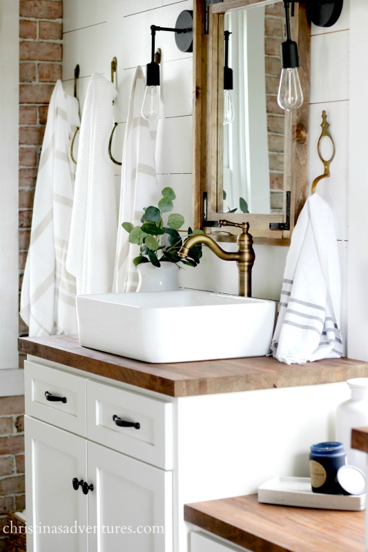 Rustic Bathroom Design | VIGO Industries - Bathroom Sinks and Faucets - Bathroom Design Ideas - Bathroom Remodels - Home Interior