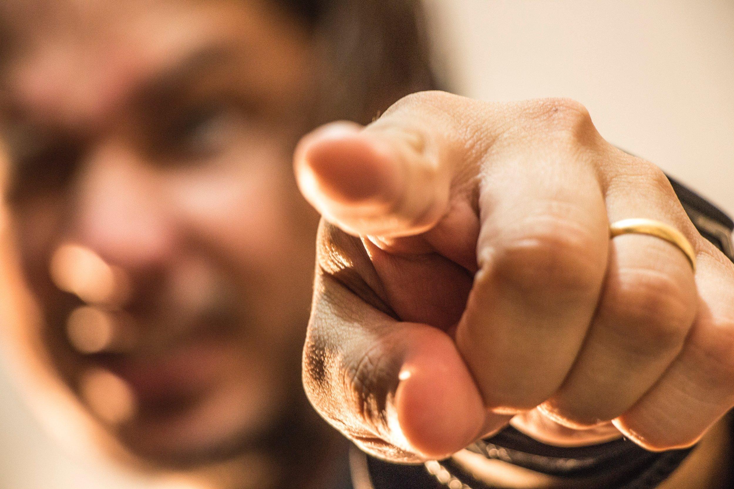 finger-gesturing-hand-1259327.jpg