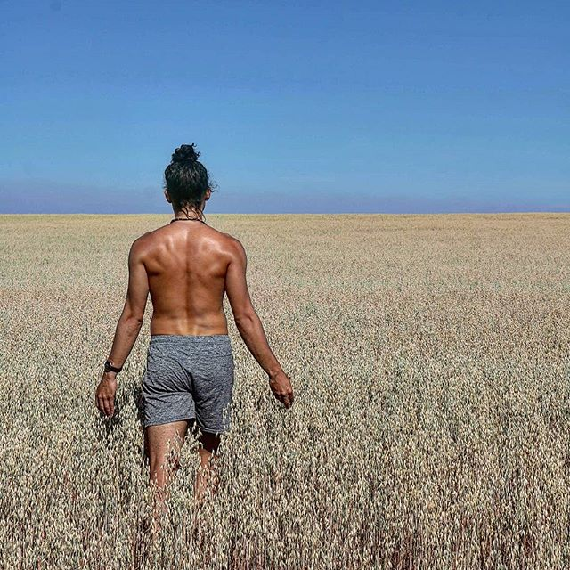 """Today I saw The field of reeds and came back"" ☥  #capoeira #orinococapoeira #morrisreyes #capoeiraforever #capoeiralife #capoeiraeverywhere #capoeirastar #Brazil #Africa #activelifestyle #manbun#sportsmodel #summerready #bodyweighttraining #calisthenics #fitfam#gymlife #successful #worldwide #malmö #sweden #skåne #aco #photographyart #31isthenew21 #bewatermyfriend #ancientwisdom #ankh #spirituality"
