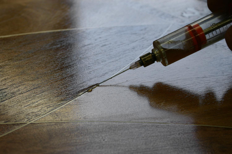 Stabilizing loose veneer by injecting animal hide adhesive between layers