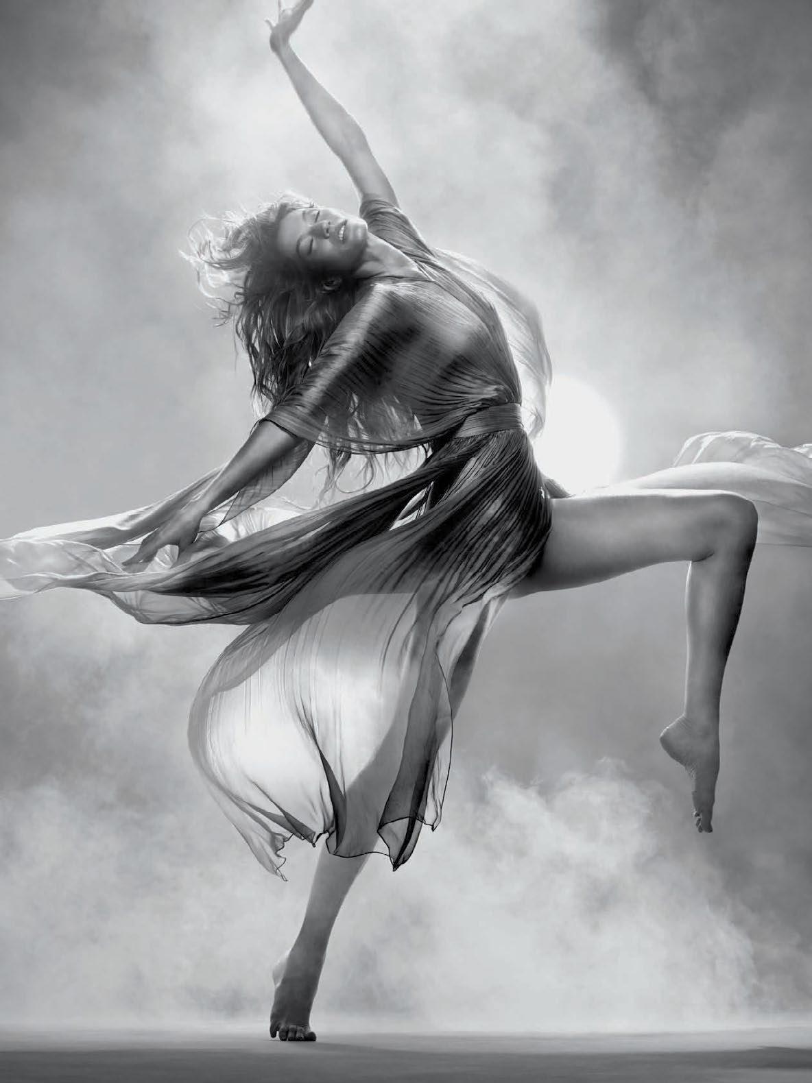 Gisele-Bündchen-for-Vogue-Brazil-May-2015-29.jpg