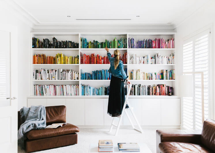 Books arranged by colour (photo by Tara Pearce for EST Magazine)
