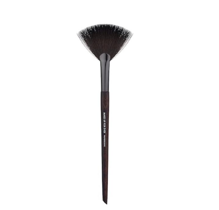 Highlighter Fan Brush