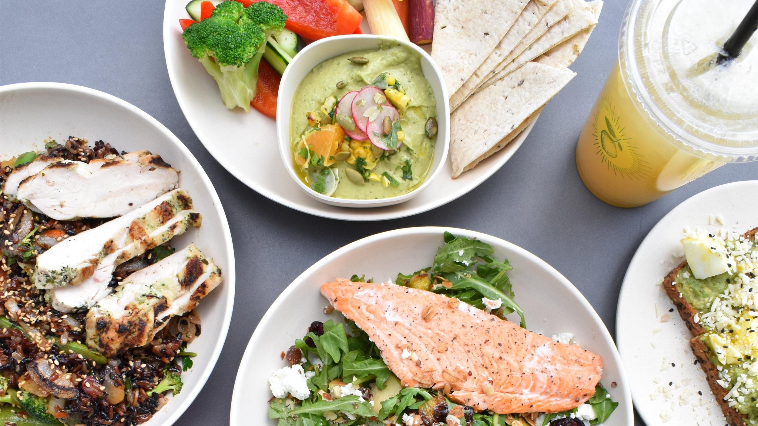 1) Individueller Ernährungsplan. - Der speziell für dich erstellte Ernährungsplan enthält verschiedene Lebensmittel und Mahlzeiten, die dir helfen sollen dein Ziel zu erreichen.