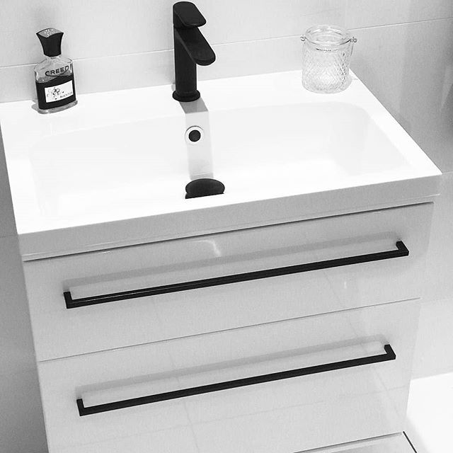 Making a statement in monochrome, our Scheme unit is reimagined with matte black handles and complementary brassware 🖤 thank you @bathroom.world for the tag! . . . #nordic #scandinoir #darknordic #scandibathroom #monochrome #monochromebathroom #matteblack #matteblackbrassware #blacktaps #kbbark #kbbmagazine