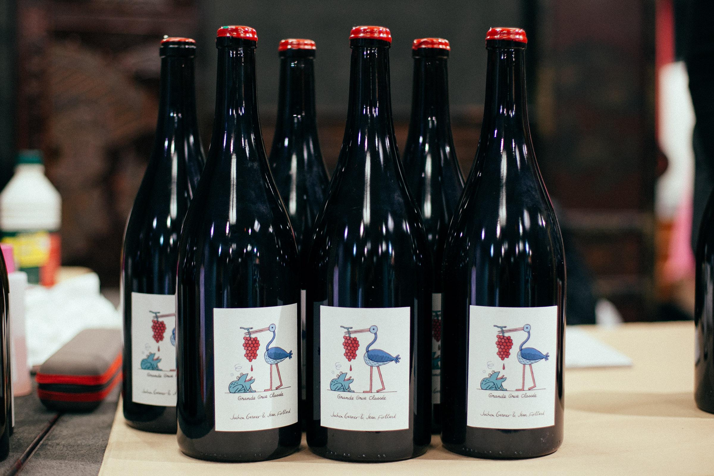 L'un des lots mis en vente. Vin de Jean Foillard, étiquette de Jonchen Gerner.