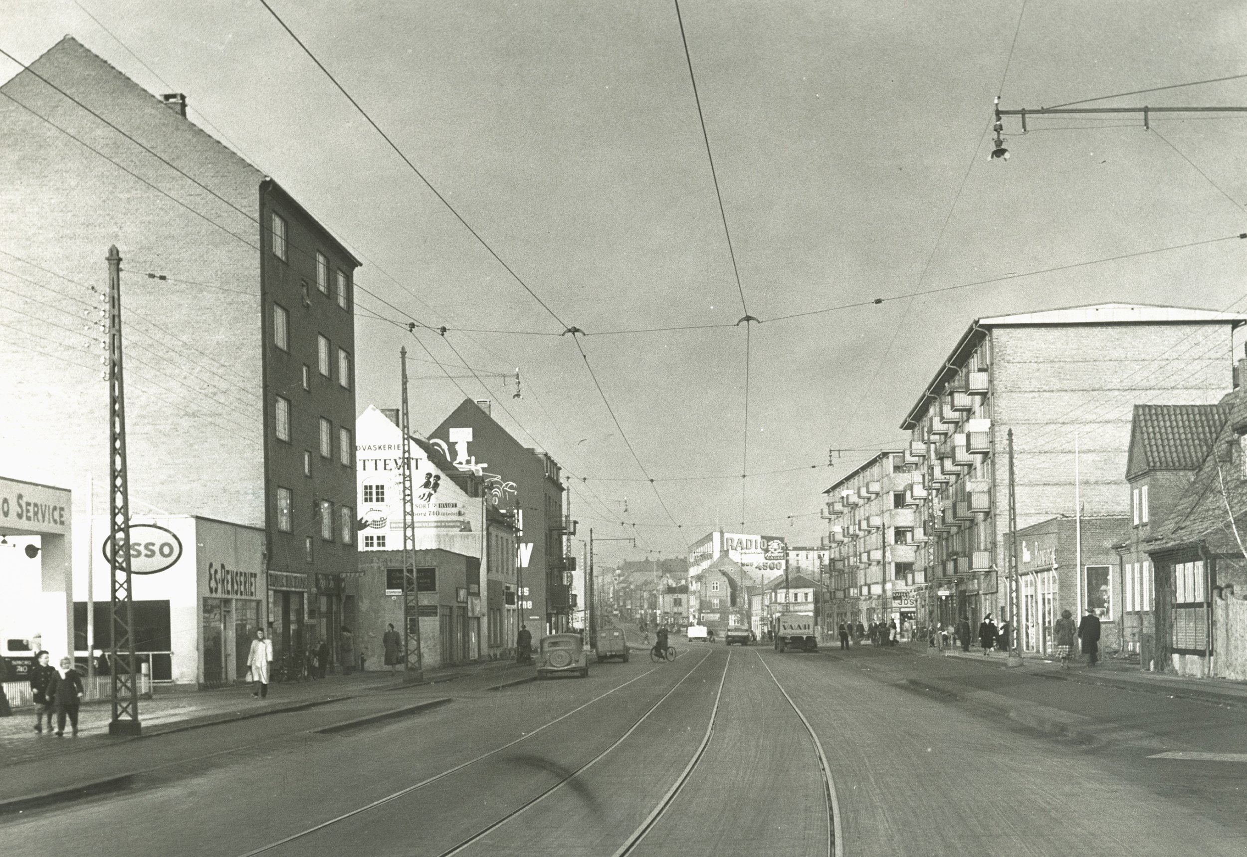 - Viebke & Wests rødder strækker sig tilbage til 1944, hvor malermester Erik Prag stiftede sit malerfirma på Søborg Hovedgade i Gentofte.Sønnen Henrik tog over indtil malerfirmaet blev solgt til malermestrene Ulf Viebke og Pilip West, der drev virksomheden videre fra Virum og senere Rødovre.Fra at starte som en mindre familievirksomhed er Viebke & West i dag vokset til at være en af Københavns største malerfirmaer med ca. 60 ansatte.