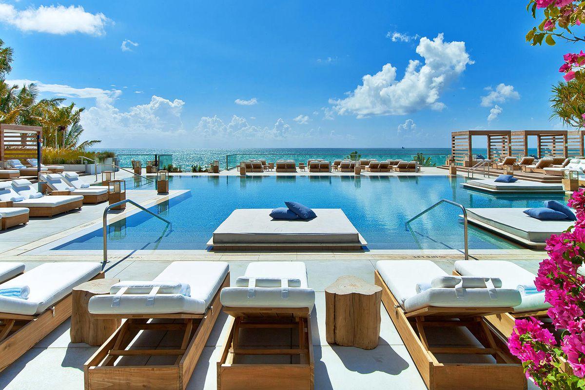 1Hotel South Beach er et lekkert hotell med miljøprofil. Flere bassengområder, meget gode restauranter og flotte rom, samt flotte møte og eventlokaler gjør dette vil vår favoritt i Miami.  Photo courtesy of 1Hotels