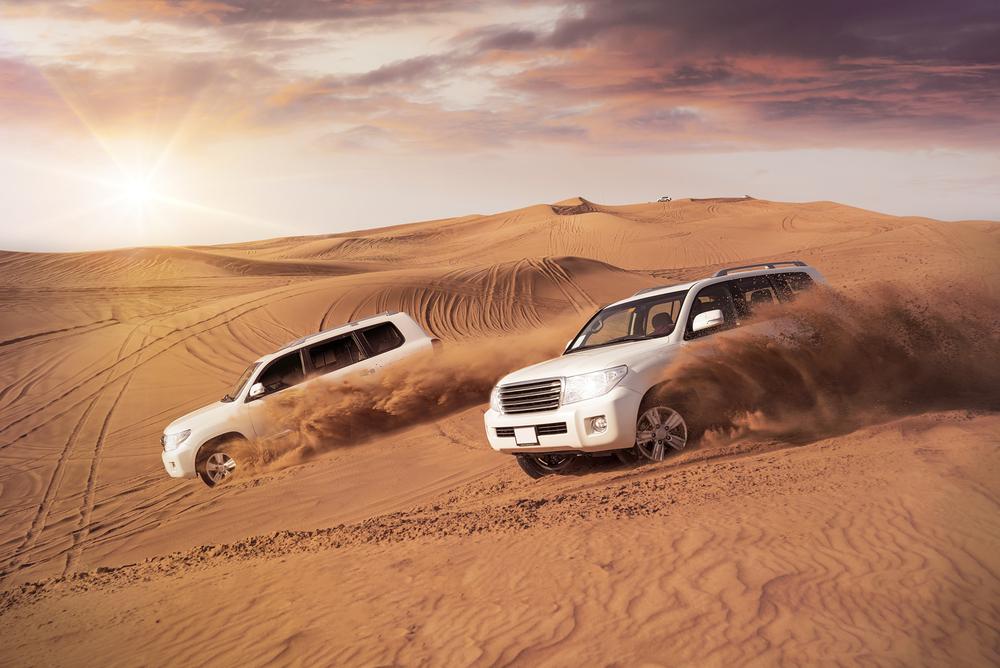 En av våre favoritt-aktiviteter i Dubai er jeep-kjøringen i ørkenen. En fantastisk form for berg og dalbane, og noe som er et must for alle som besøker Dubai for første gang.