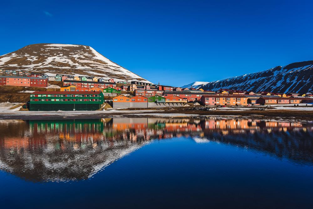 Longyearbyen ligger vakkert til