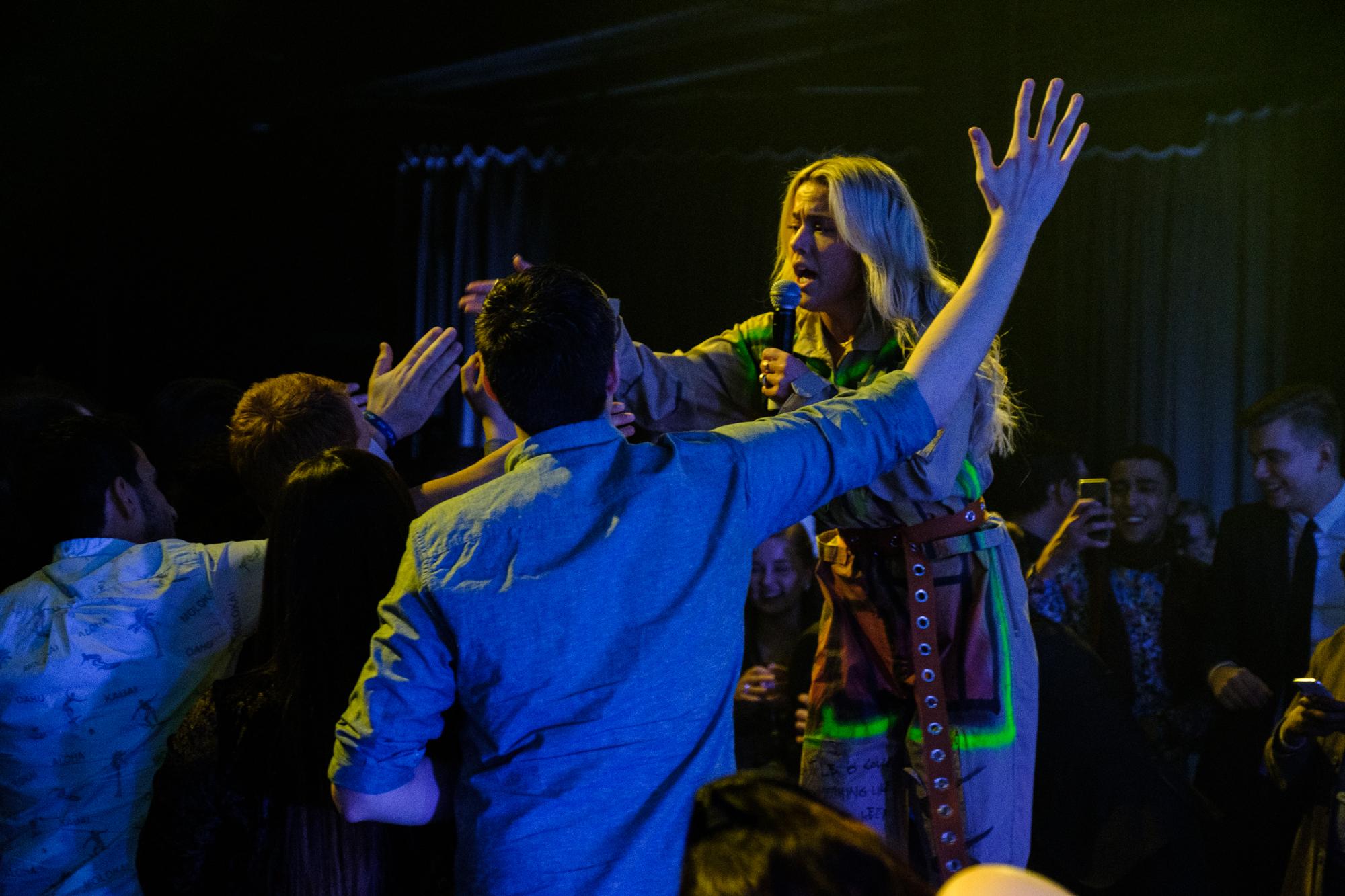 Julie Bergan og dansere leverte et fartsfylt sceneshow, som tok publikum med storm!