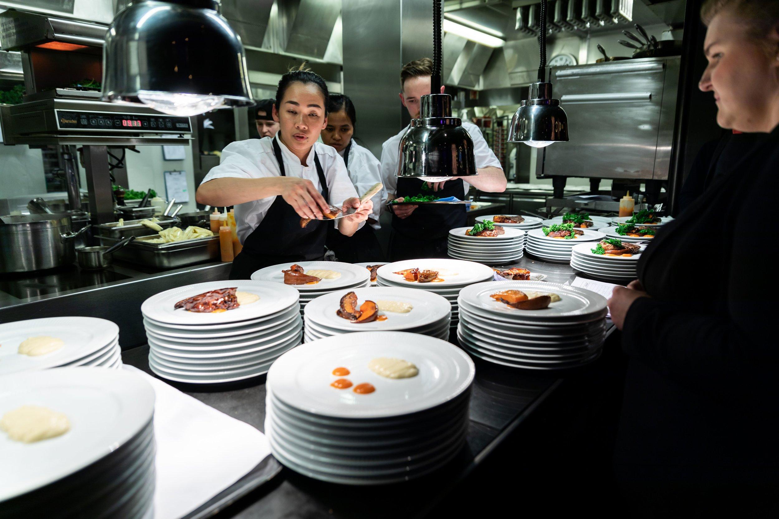 Dyktige og kreative kokker gjorde at maten både smakte nydelig og så fantastisk ut