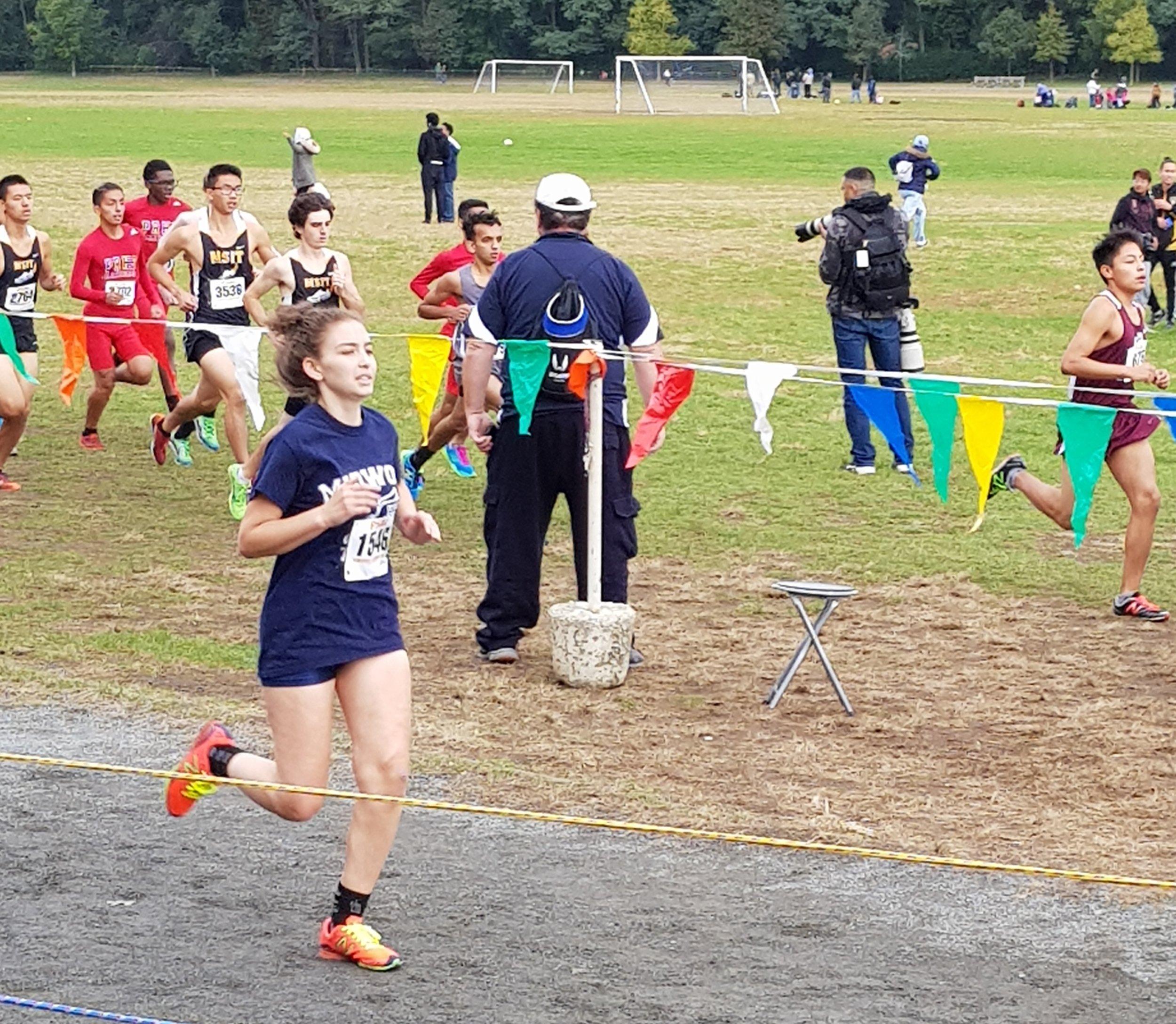 Anna Marie Volynskiy '20 races in Van Cortlandt Park.  Photo Credit: Pei Yu Jiang and Wan Hua Rong