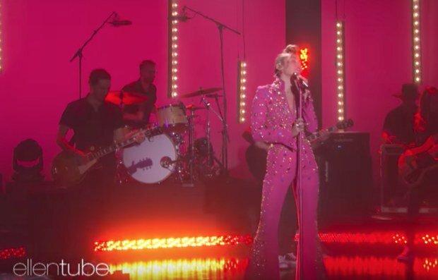 Miley Cyrus Pink3.jpg