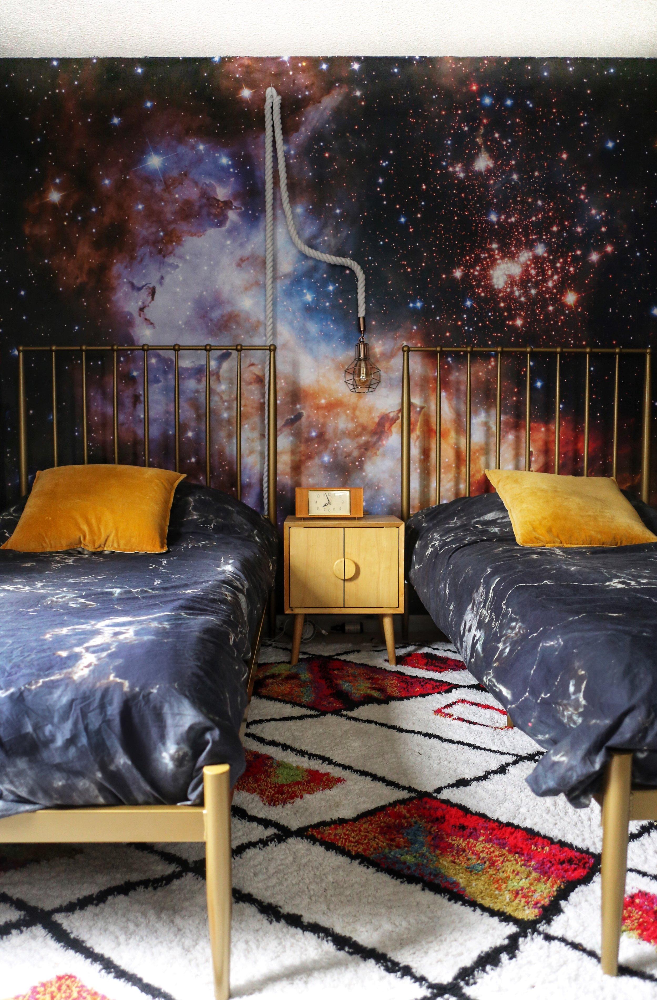 boysretrobedroom.jpg