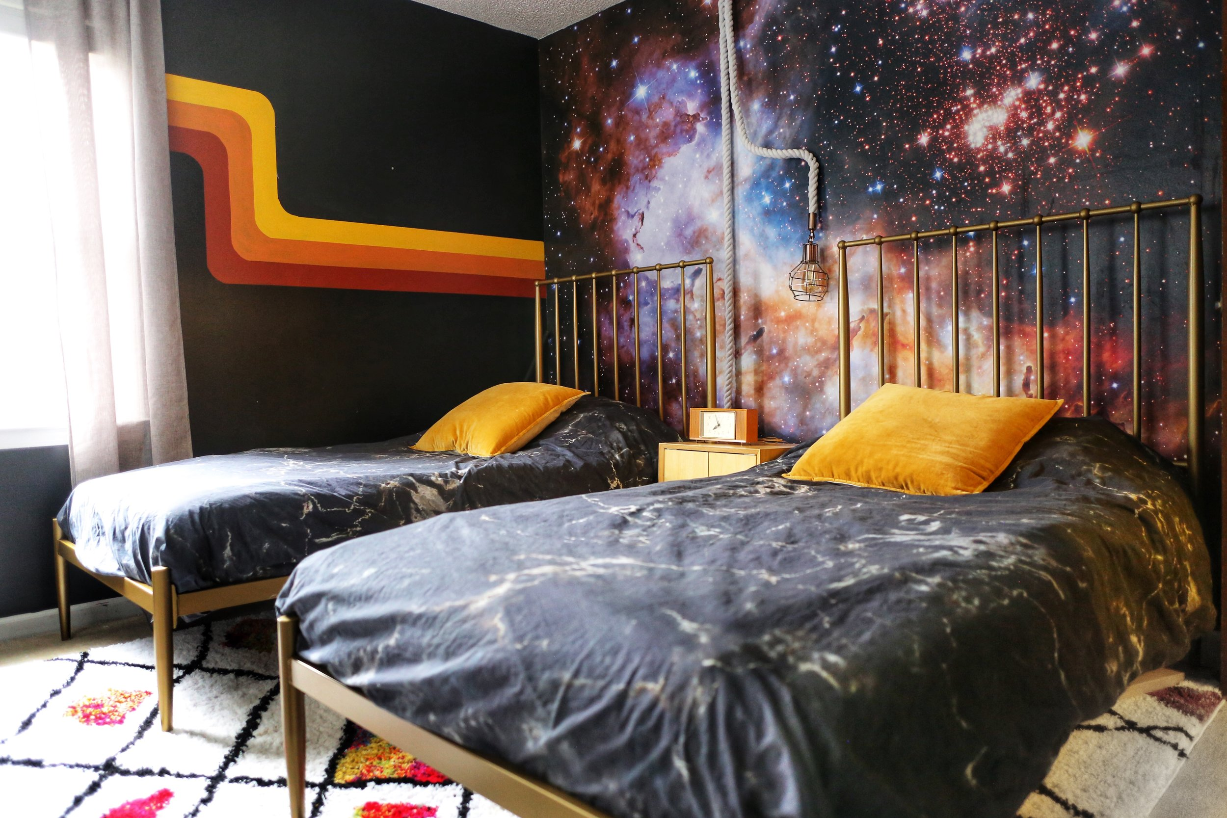 RETRO SPACE THEMED BOYS BEDROOM