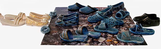 'Child Alyan and Others', earthenware, turquoise glaze, china paint, gold, tile, 10x120x60 cm, 2015 / Courtesy of the artist
