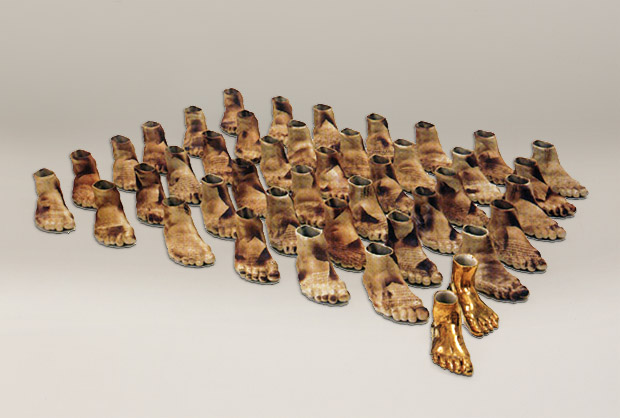'KadınınFendi (Woman Power)', earthenware, coloured brown slip, 135x135 cm, 1997 / Courtesy of the artist