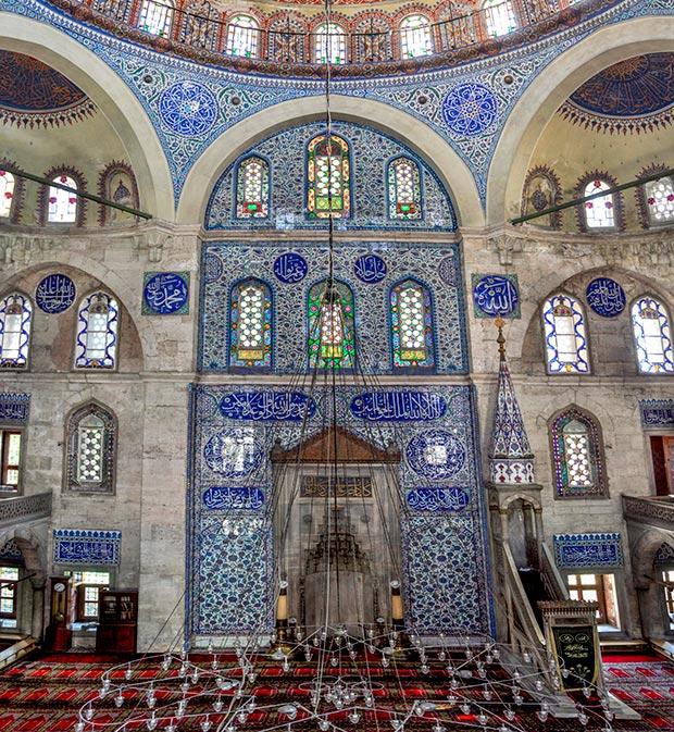 The Sokollu Mehmet Pasha Mosque, the mihrab wall / Photo © Islamic Arts Magazine