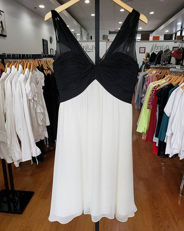 White House Black Market Black and white dress Size 8 Price $49 _____ #buckhead #johnscreek #monicasconsignment #Thriftingatlanta #chooseused #sandysprings #thrifters #consignmentstore #thriftatlanta #resaleatlanta #consignment  #luxury #designerconsignment  #shopmycloset  #upscaleresale