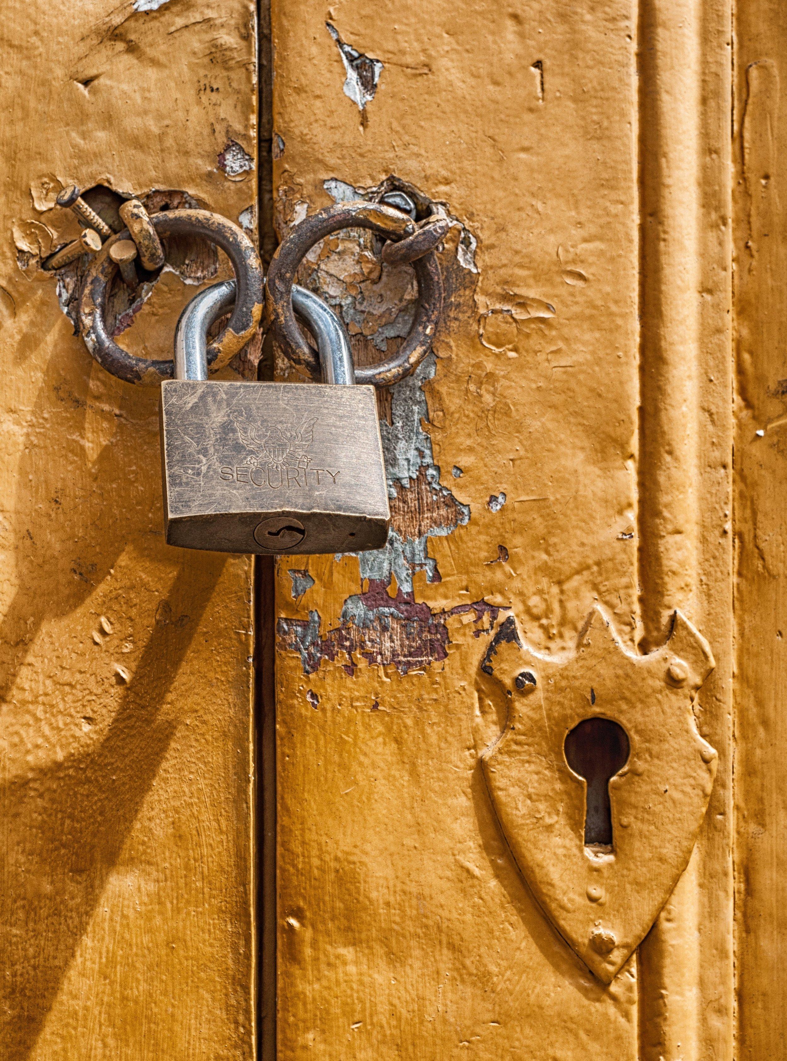 close-up-door-golden-67537.jpg