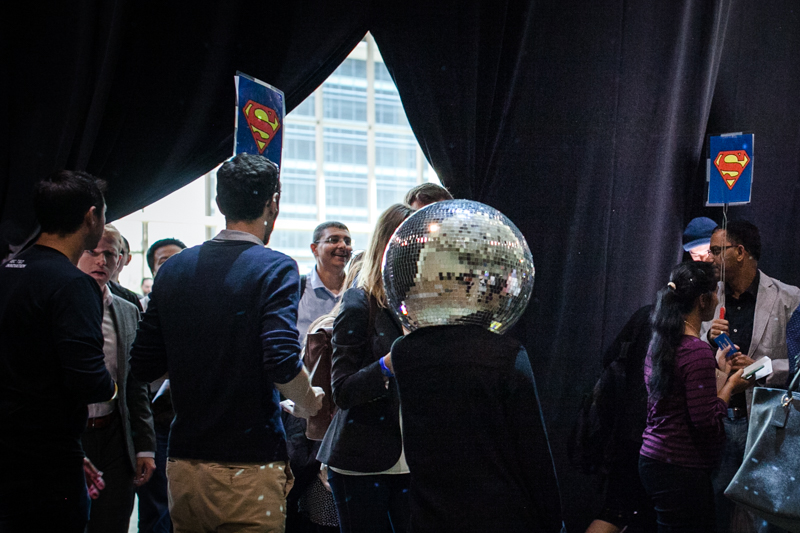 Dancing disco heads!
