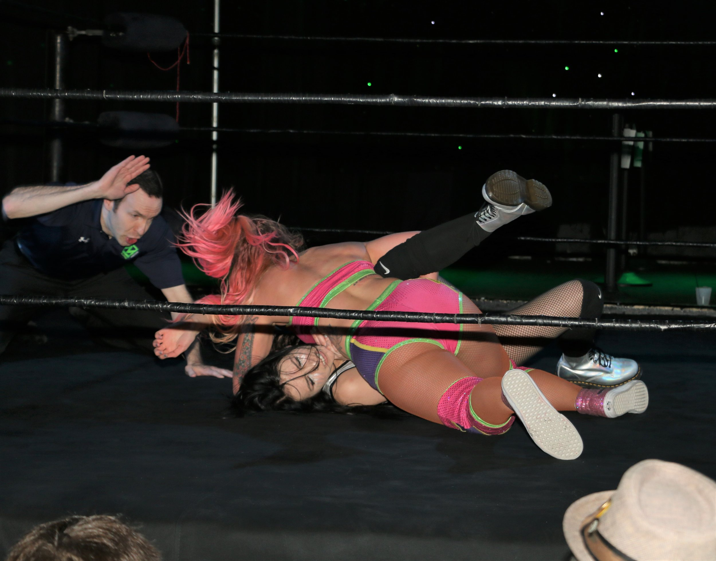 Laynie Luck covers Elayna Black as referee Sam Meadowood makes the count.