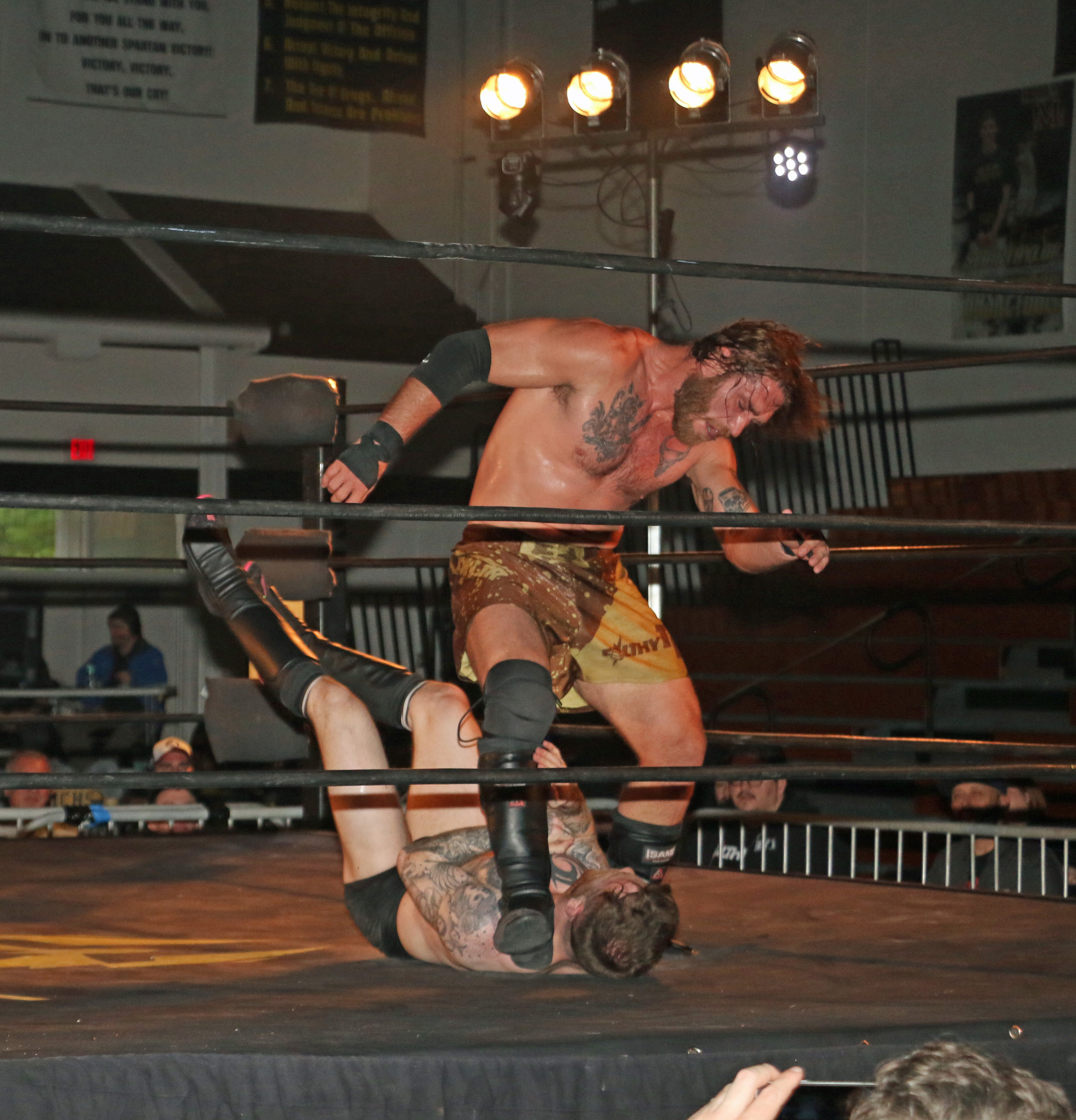 """Filthy"" Tom Lawlor delivers a stomp to Chris Ridgeway."