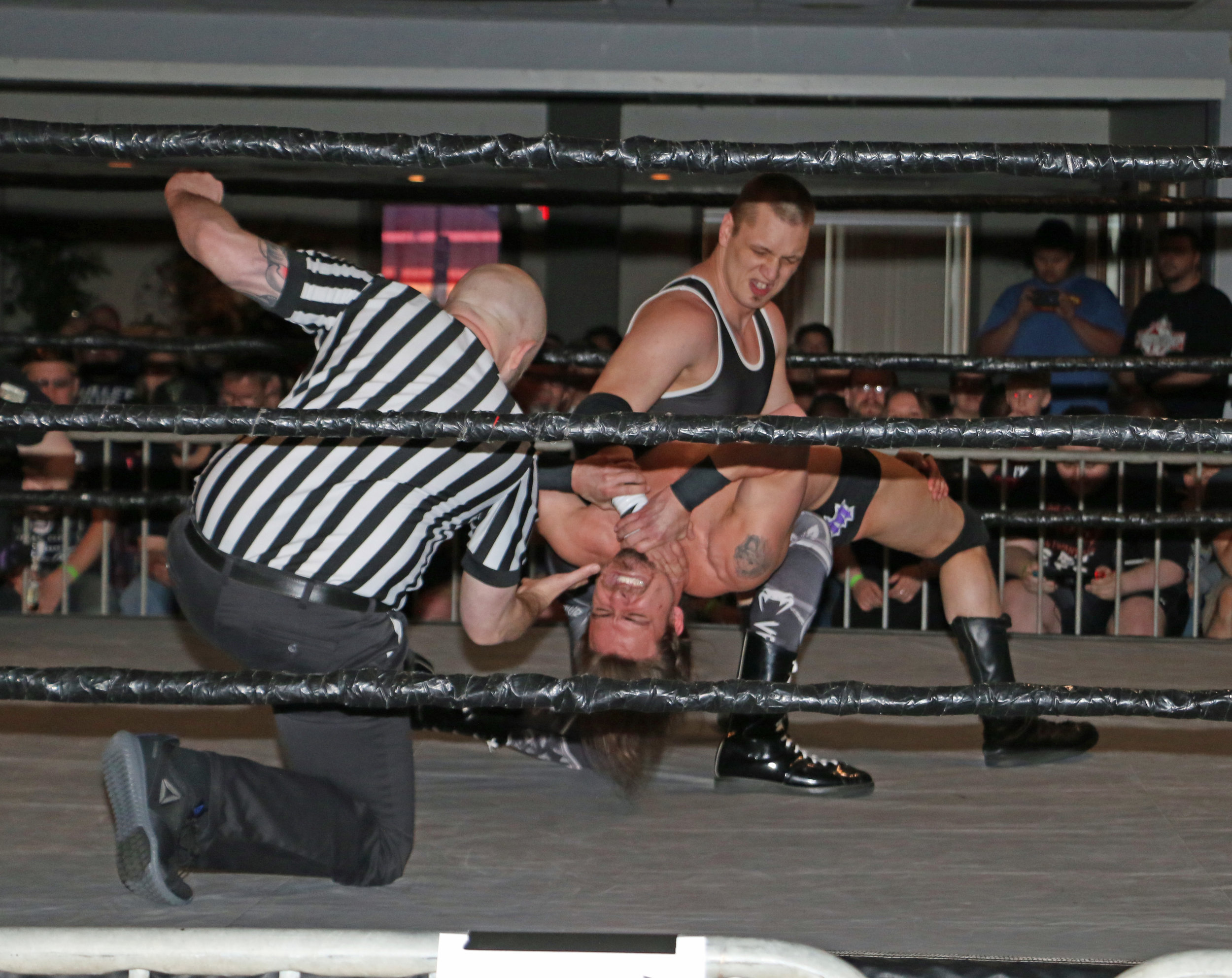John Fate wears down William Jacobs as the referee checks in.