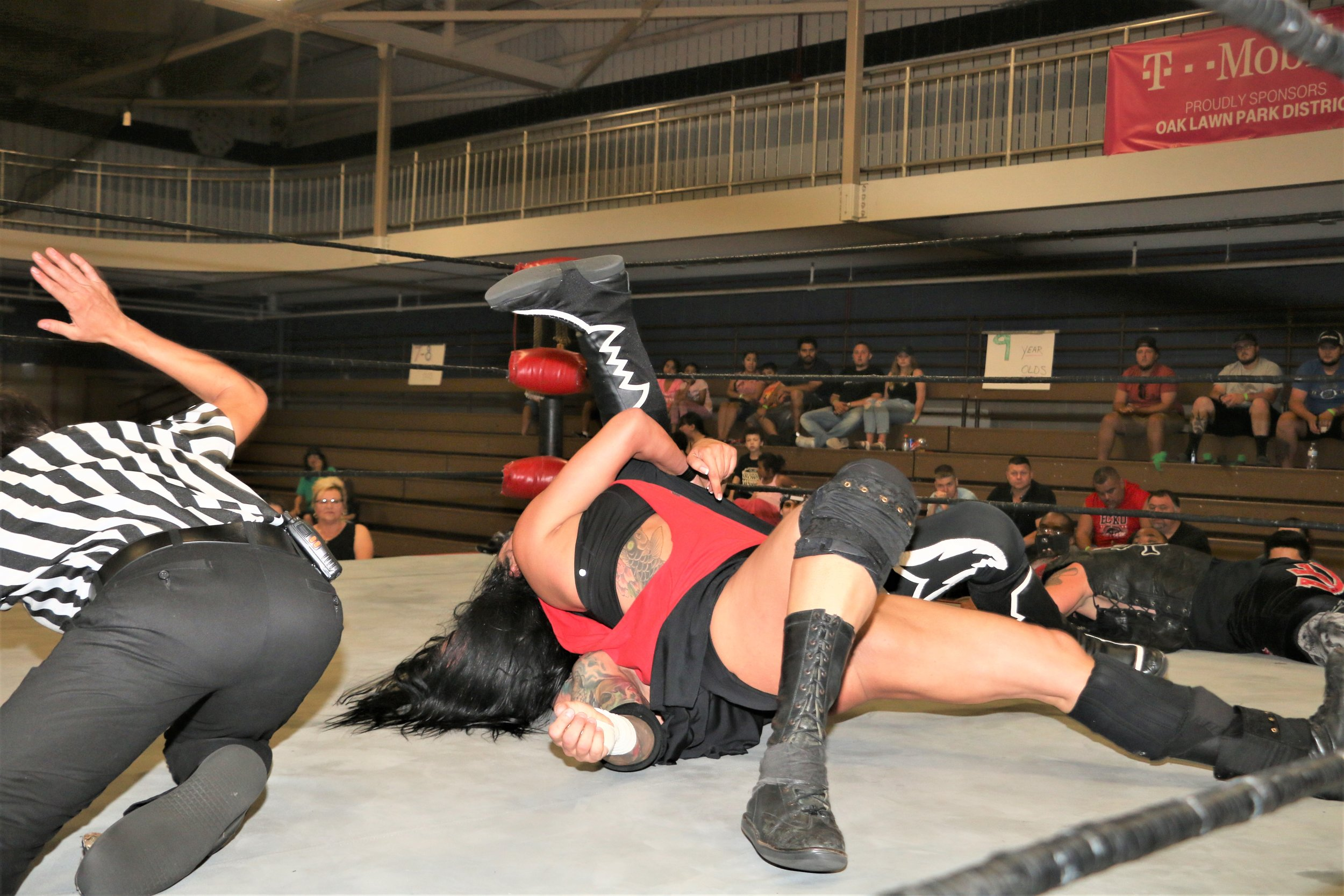 Melanie Cruise scores the pin on Vic Capri to win the 10-man elimination tag-team match.