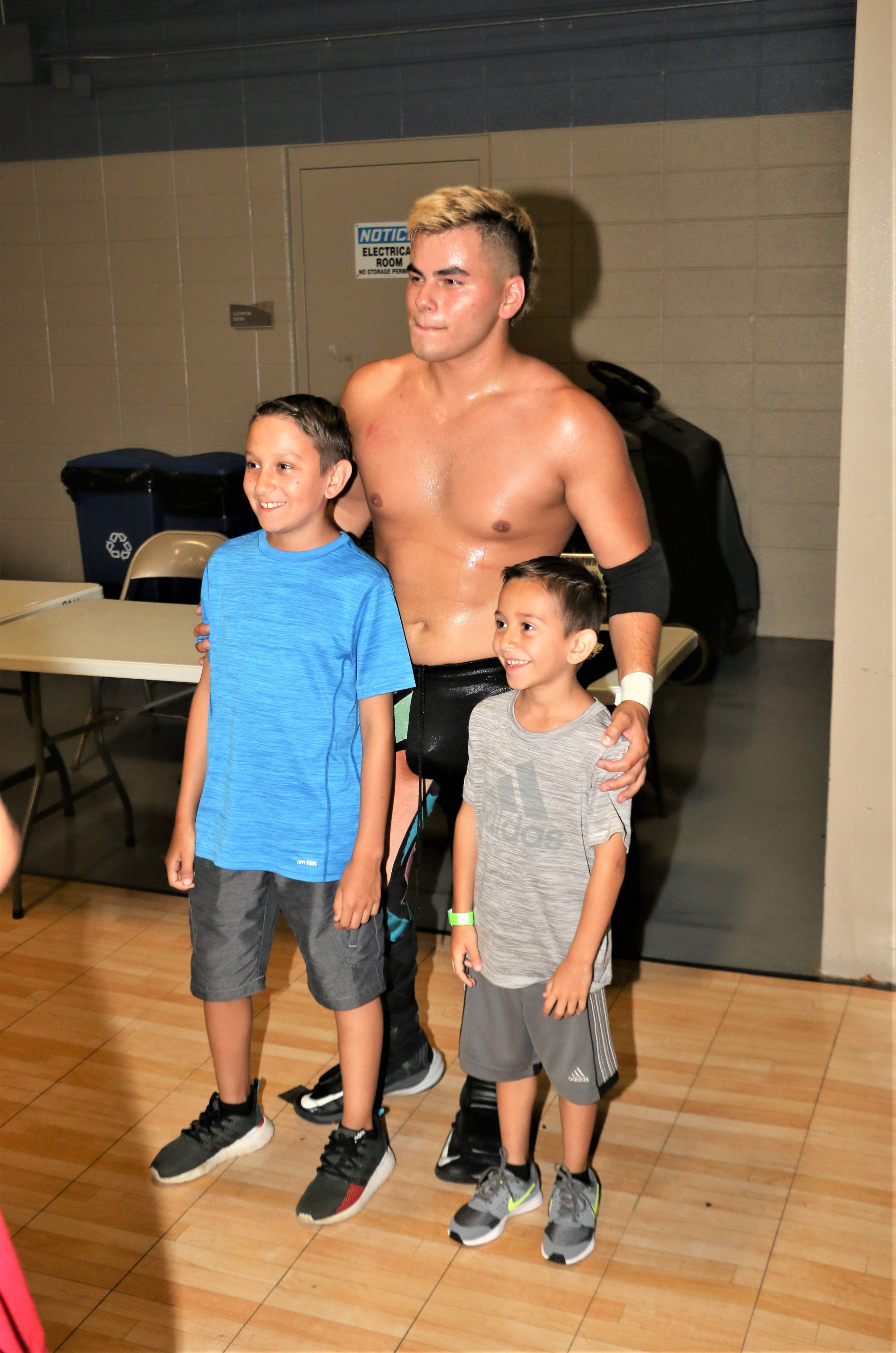Joe Alonzo poses with fans after the show.