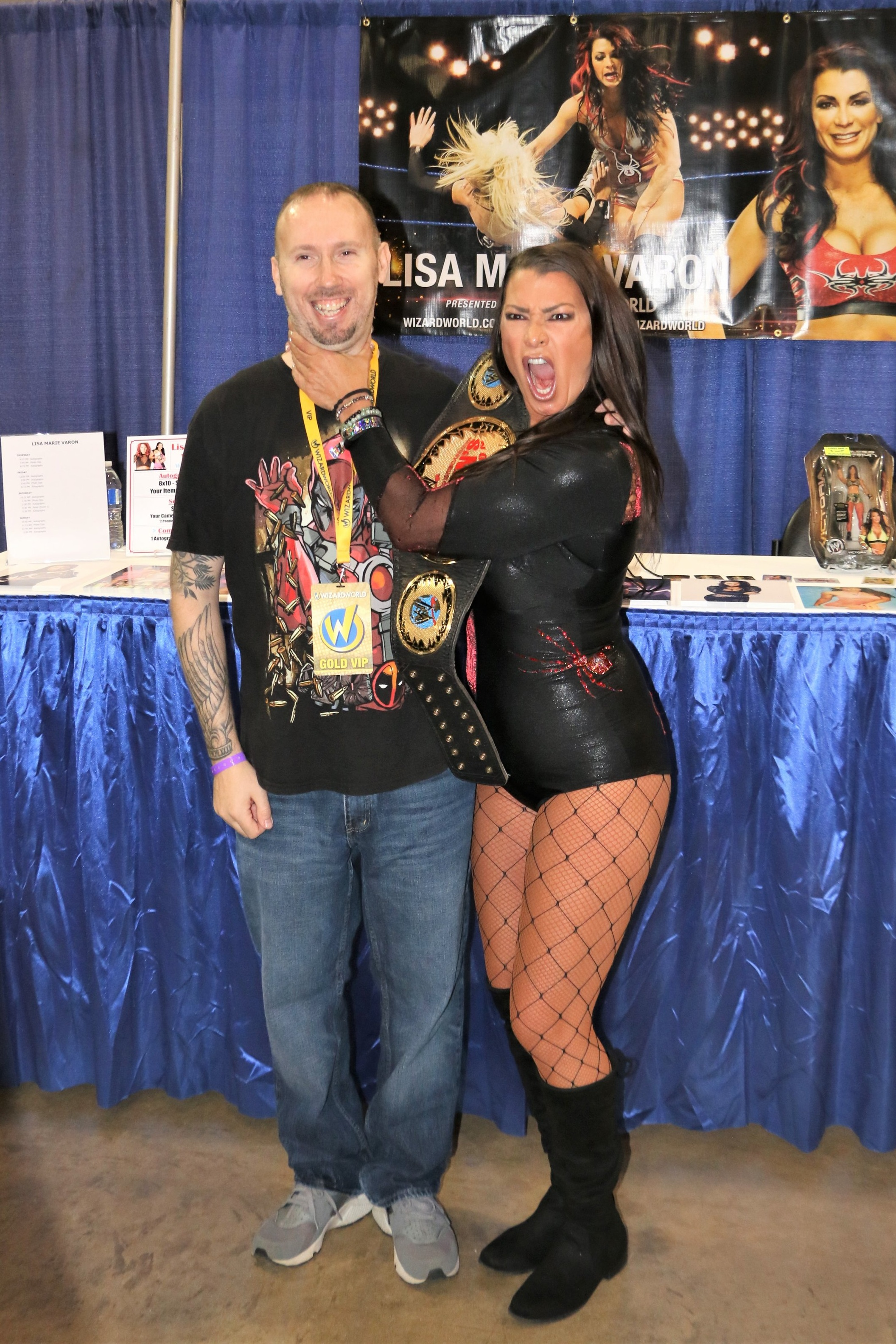 Lisa Marie Varon poses with a fan at Wizard World Chicago in Rosemont on August 23.  (Photo by Mike Pankow)