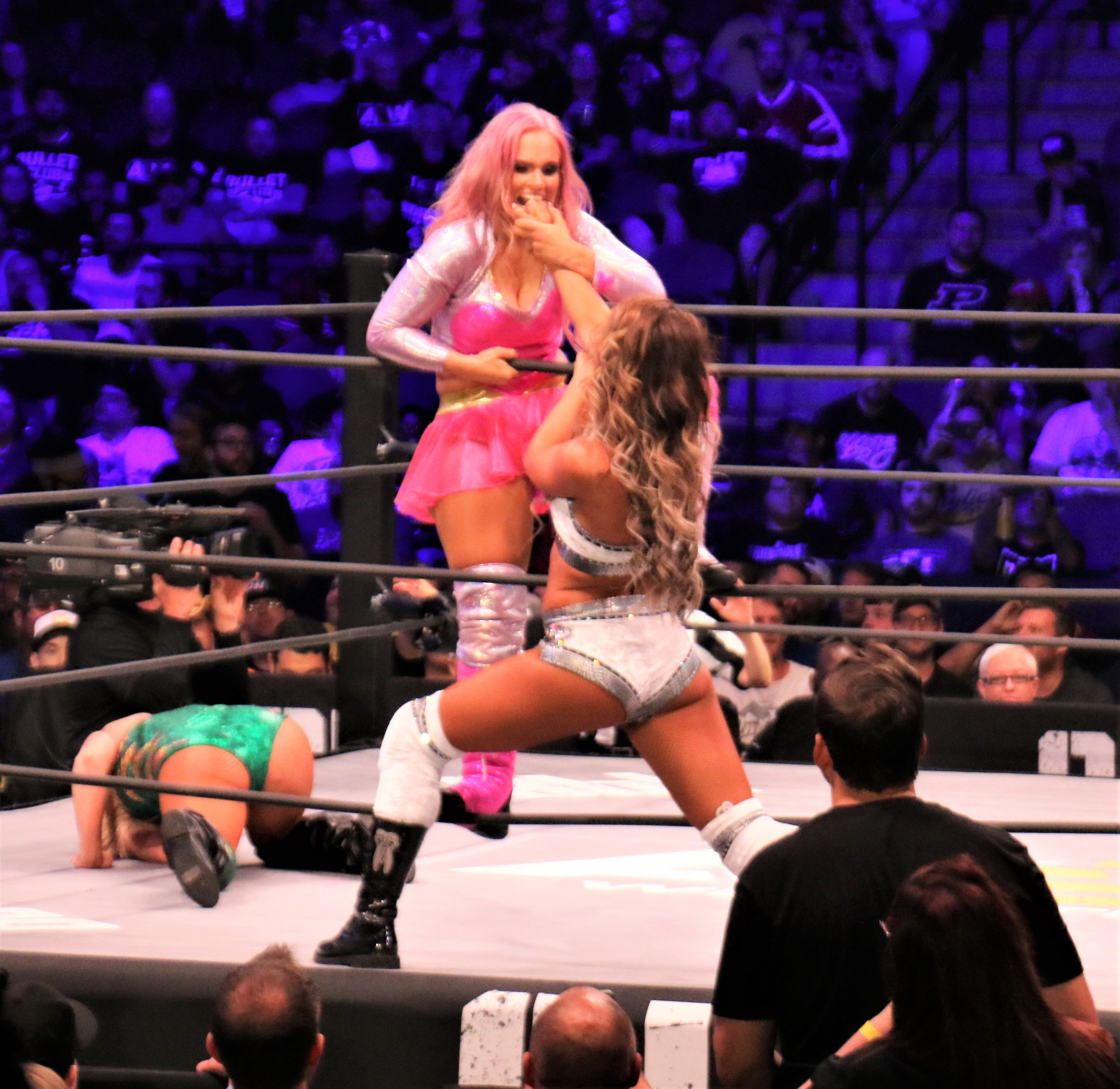 Britt Baker applies the Mandible Claw to Shazza McKenzie during the Casino Battle Royale.