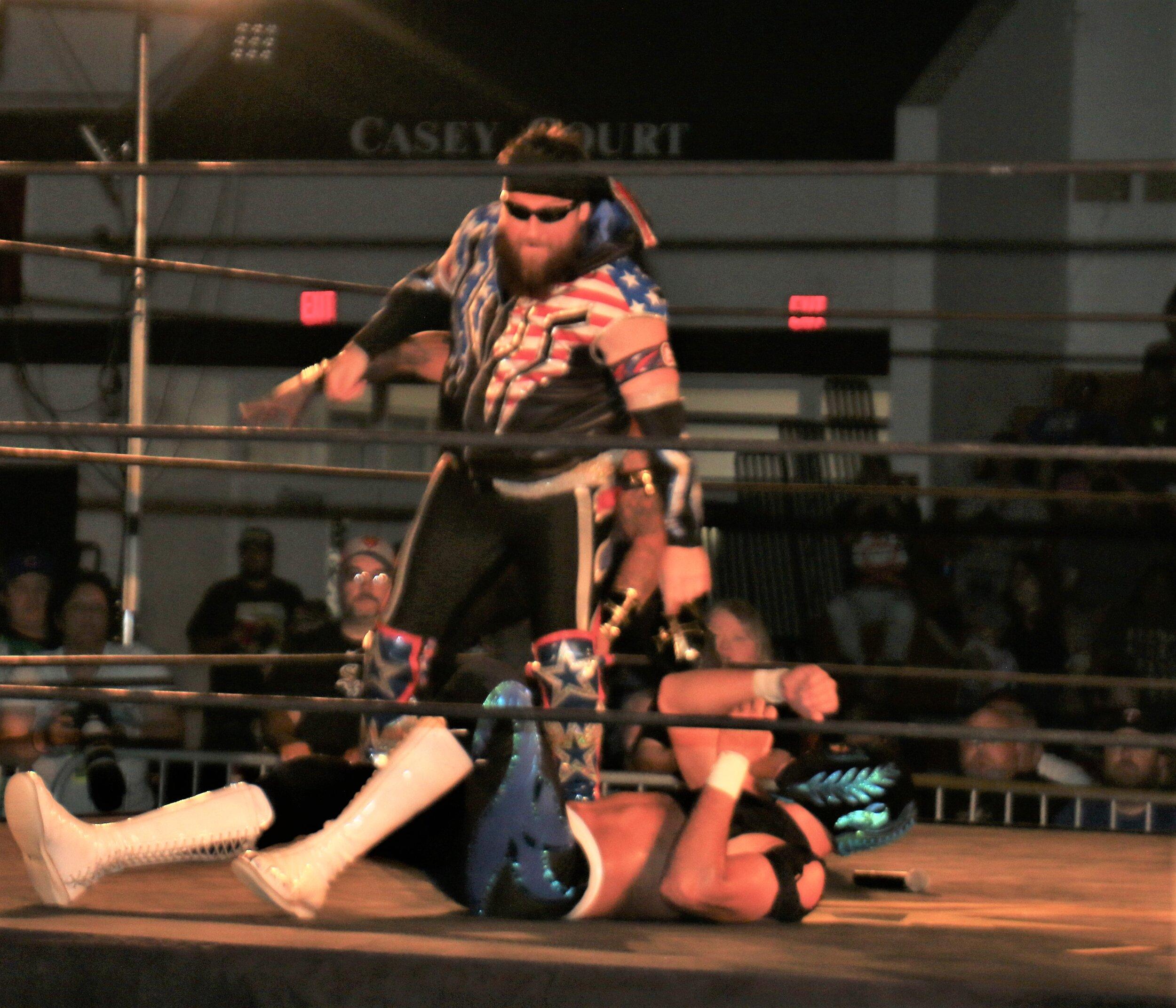 Gringo Loco attacks Sobreano Jr.