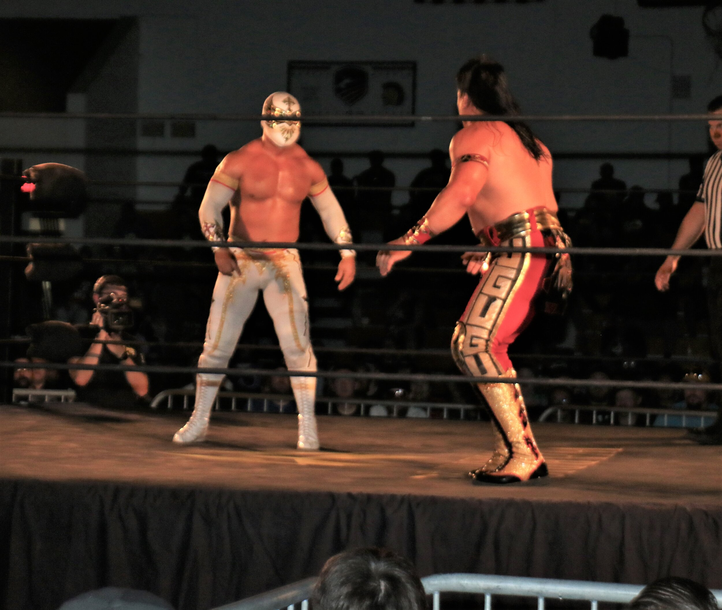 Caristico, left, squares off with Ultimo Guerrero.