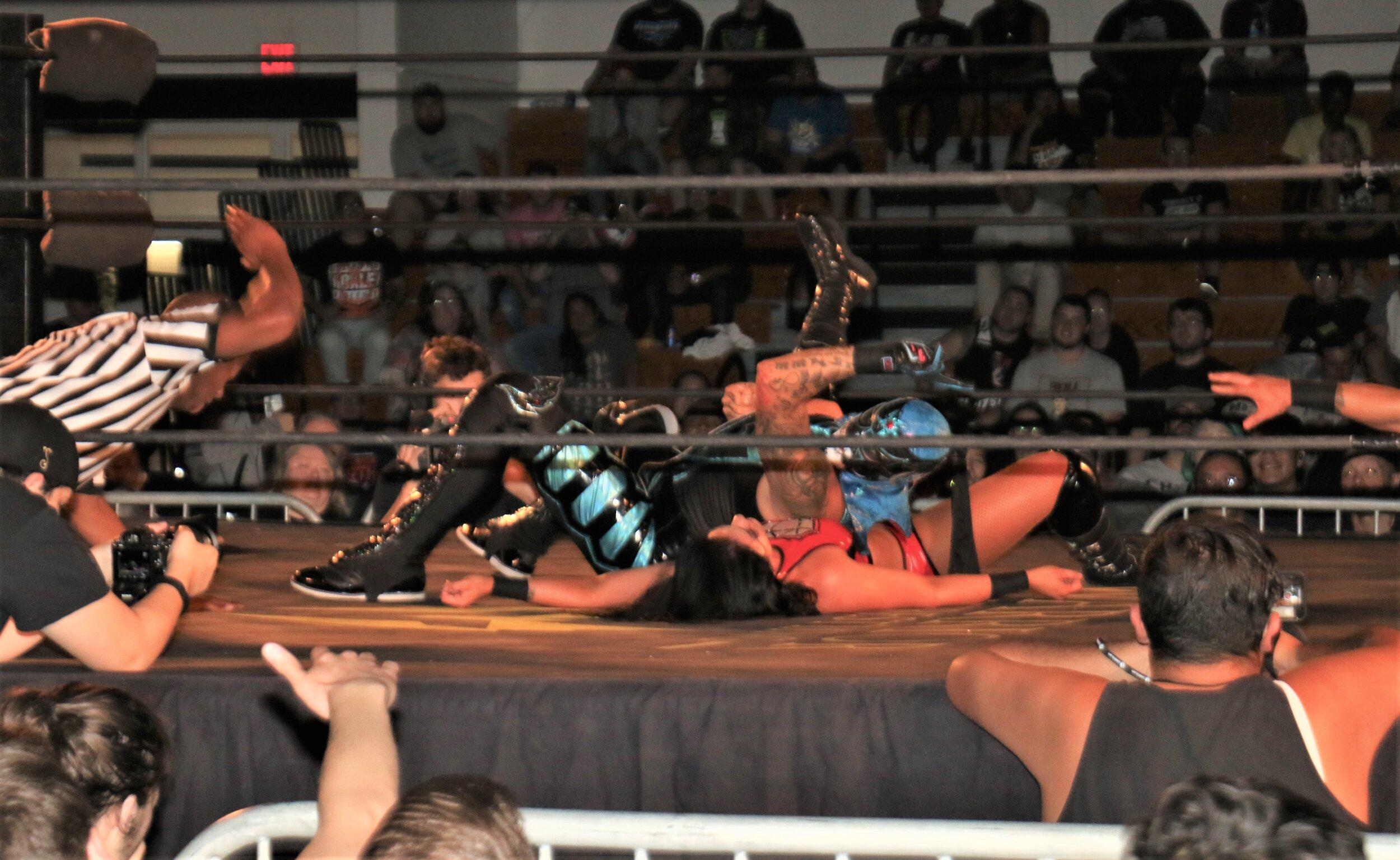 Penta El 0M pins Tessa Blanchard for the tag-team victory.
