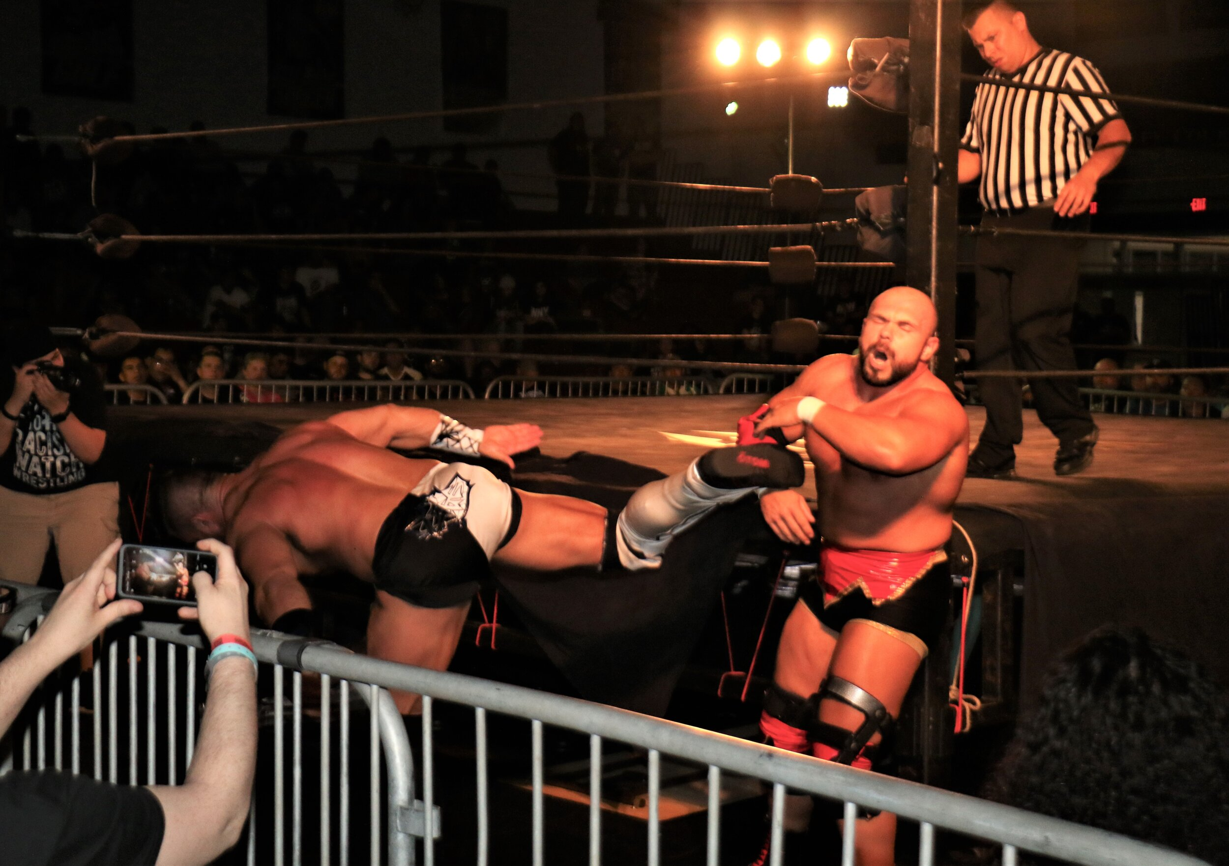 Brian Cage delivers a kick to Michael Elgin.