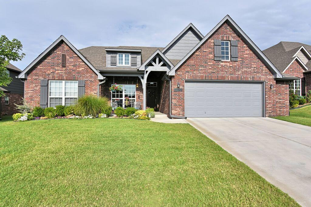 10920 S Sycamore St, Jenks, OK 74037 - SOLD FOR $296,500